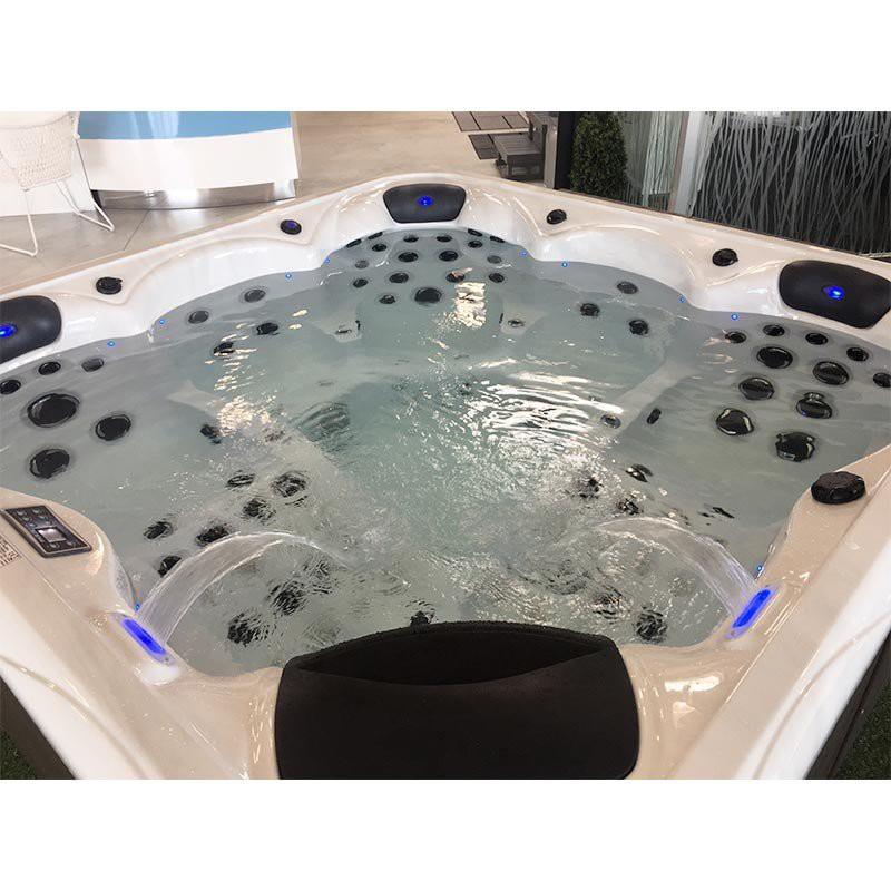 spa haut de gamme luevo 5 places gamme spaln a bain et confort. Black Bedroom Furniture Sets. Home Design Ideas